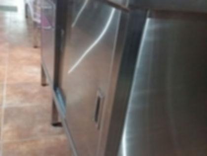 Muebles de acero inoxidable para uso comercial o familiar. Puerta y cajonera estandar.