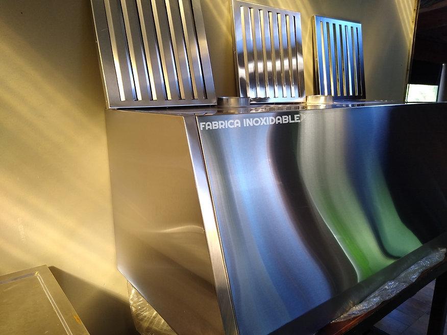 Gabinete campana con filtros laberinticos decantadores de grasa para cocina industrial