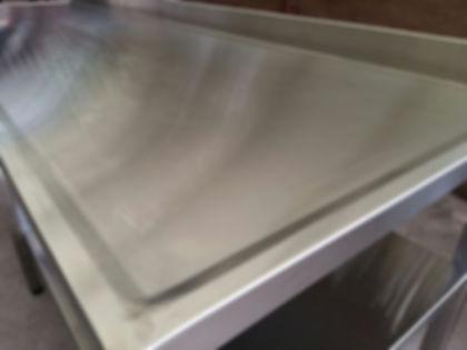 Mesadas en acero inoxidable fábrica plegadas anti derrame con zócalo sanitario