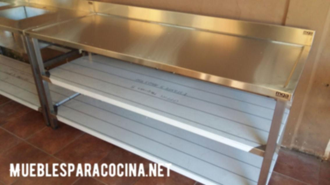 Mesada de acero inoxidable para gastronomía bazar, estantes dobles inferior zócalo sanitario fábrica antiderrame