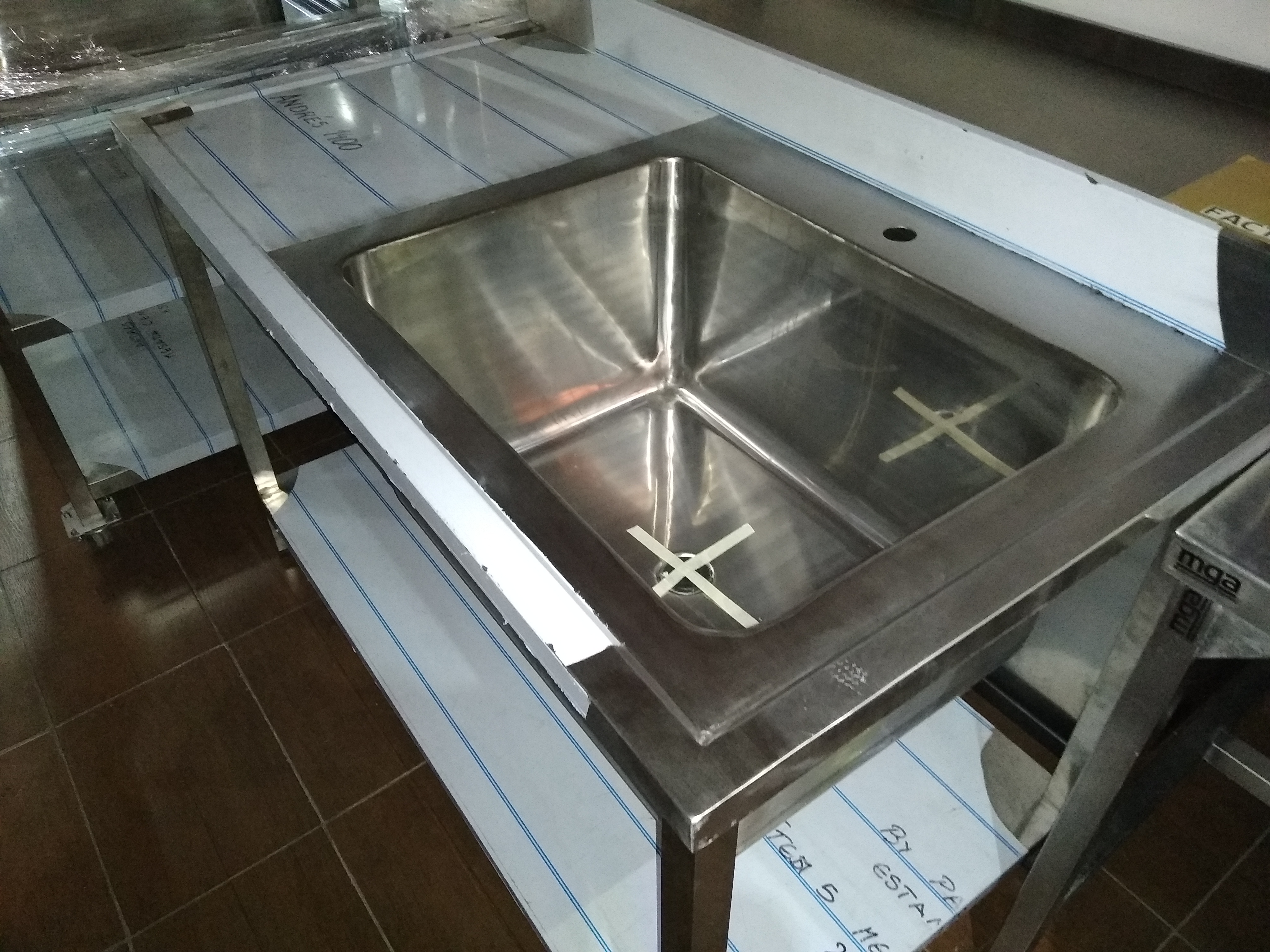 Bachas sanitarias para hospitales anti bacteriales mesadas con estante