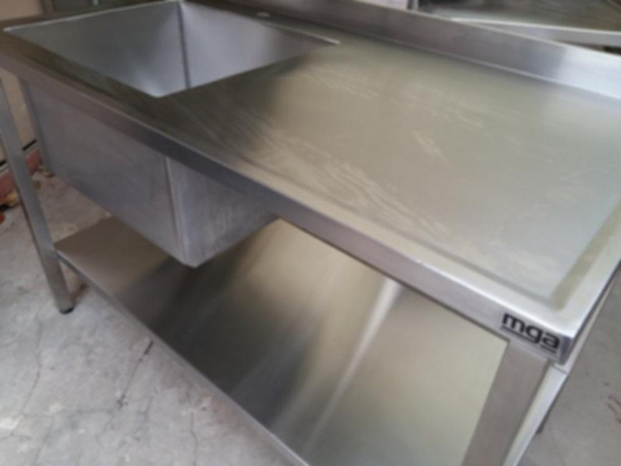 Mesas en acero inoxidable para gastronomía lisas islas o con bacha