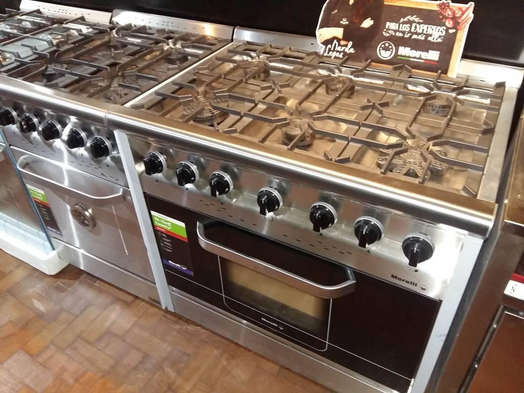 Cocinas modernas robustas semi industriales con horno pizzero 6 moldes Morelli Visor