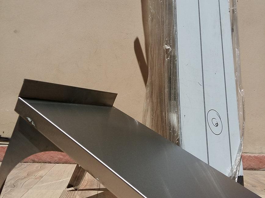 Estante perforado vasera fábrica pared ménsula de acero inoxidable descarga hacia bacha bandeja desmontable. Envíos a todo el país. Ituzaingó. Buenos Aires, Argentina.