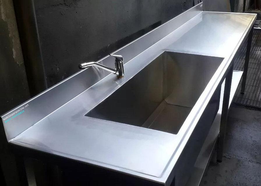 Mesa con bachon industrial y estante inferior anti derrame fabrica ituzaingo zona oeste acero quirurgico