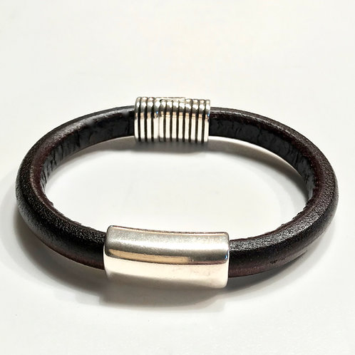 Black Regaliz with Silver Bar & Magnetic Clasp