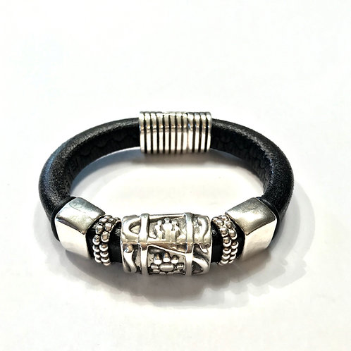 Black Regaliz with Silver Daisy Bar and Silver Spacers