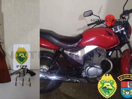 PM apreende 2 armas de fogo, recupera motocicleta furtada e 03 pessoas são detidas em Vidigal