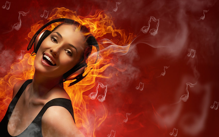 Fire_Headphones_Smile_481458_3840x2400.j