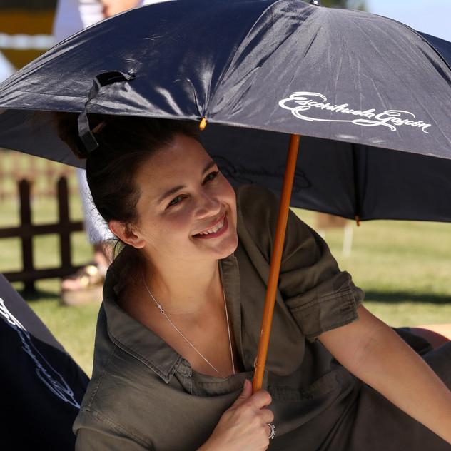 8. Paula Colombini (paraguas)