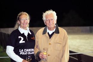 Amigos reales: Sir Henry y Lady Antonia Riley en Argentina Polo Day