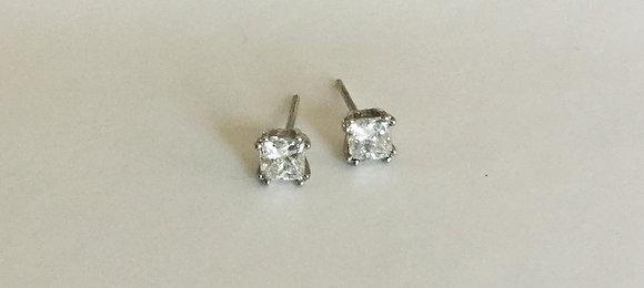 Princess cut diamond stud earring