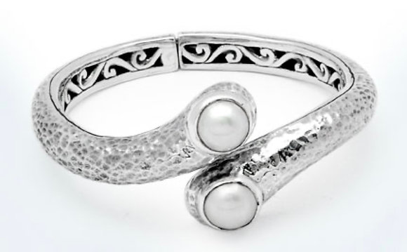 SILVER CUFF WITH PEARL