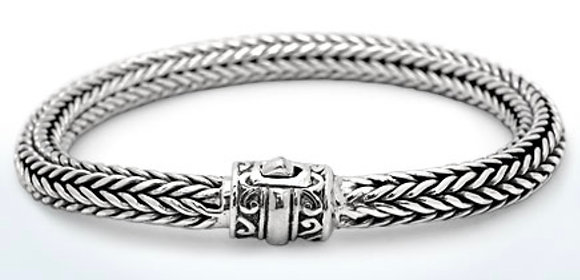 SILVER BRACELET WITH UNIQUE SPRING CLASP