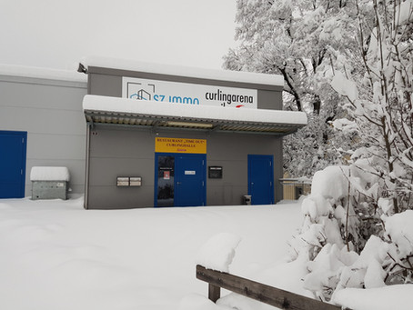 Curlinghalle im Schnee