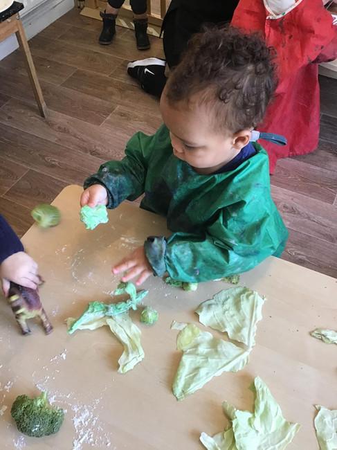 robins messy play.jpg