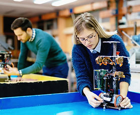 engineering-and-robotics-student-JMCDRH9