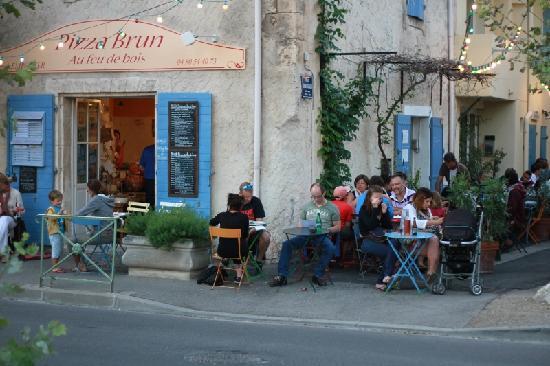 terrasse-pizza-brun.jpg