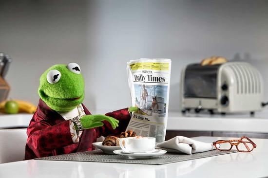 Kermit aan Ontbijt met Invicta horloge