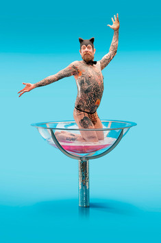 freelance beeldbewerking voor barbershop Schorem kapper. Rotterdam man in glas