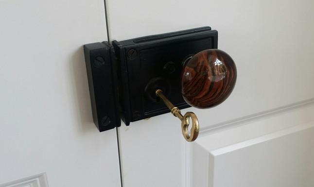 In detail:  Rim locks