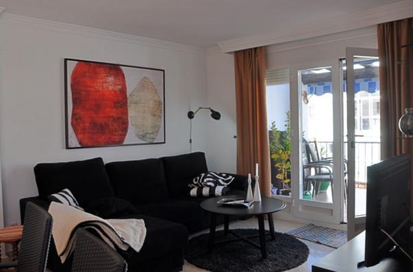 acosta-livingroom-balcony.jpg