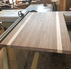 Plank Style Walnut w Hard Maple Stripes