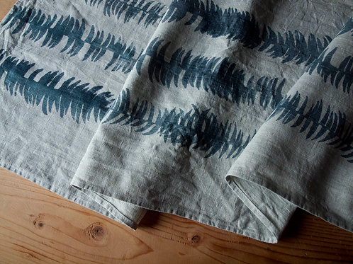 Table Runner, Frond