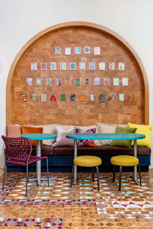 Vertical-Art-Lounge-with-Furniture_edite