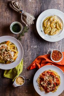 Culinária típica italiana. Pratos de massas.