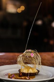 Alta Gastronomia. Sobremesa com finalização em açúcar.