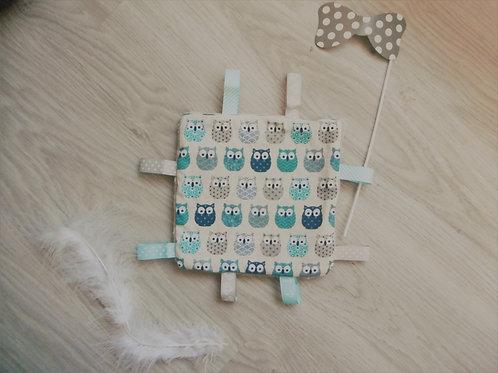 Doudou carré motif hiboux bleu