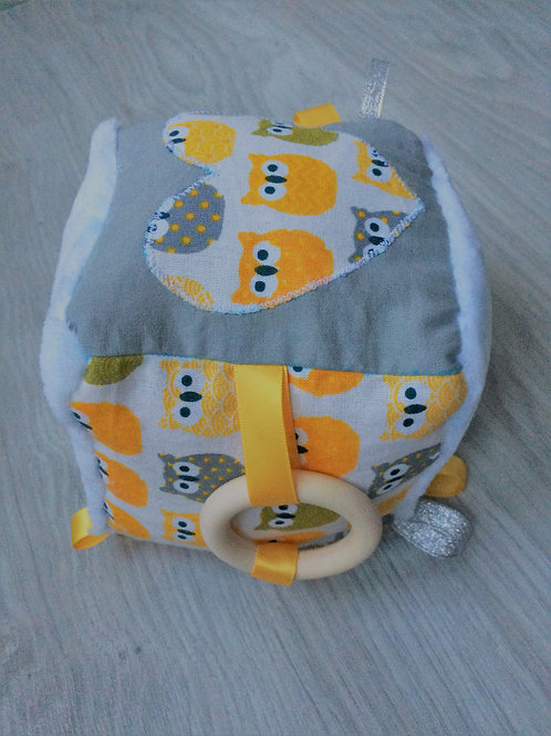 Cube d'éveil hiboux jaune