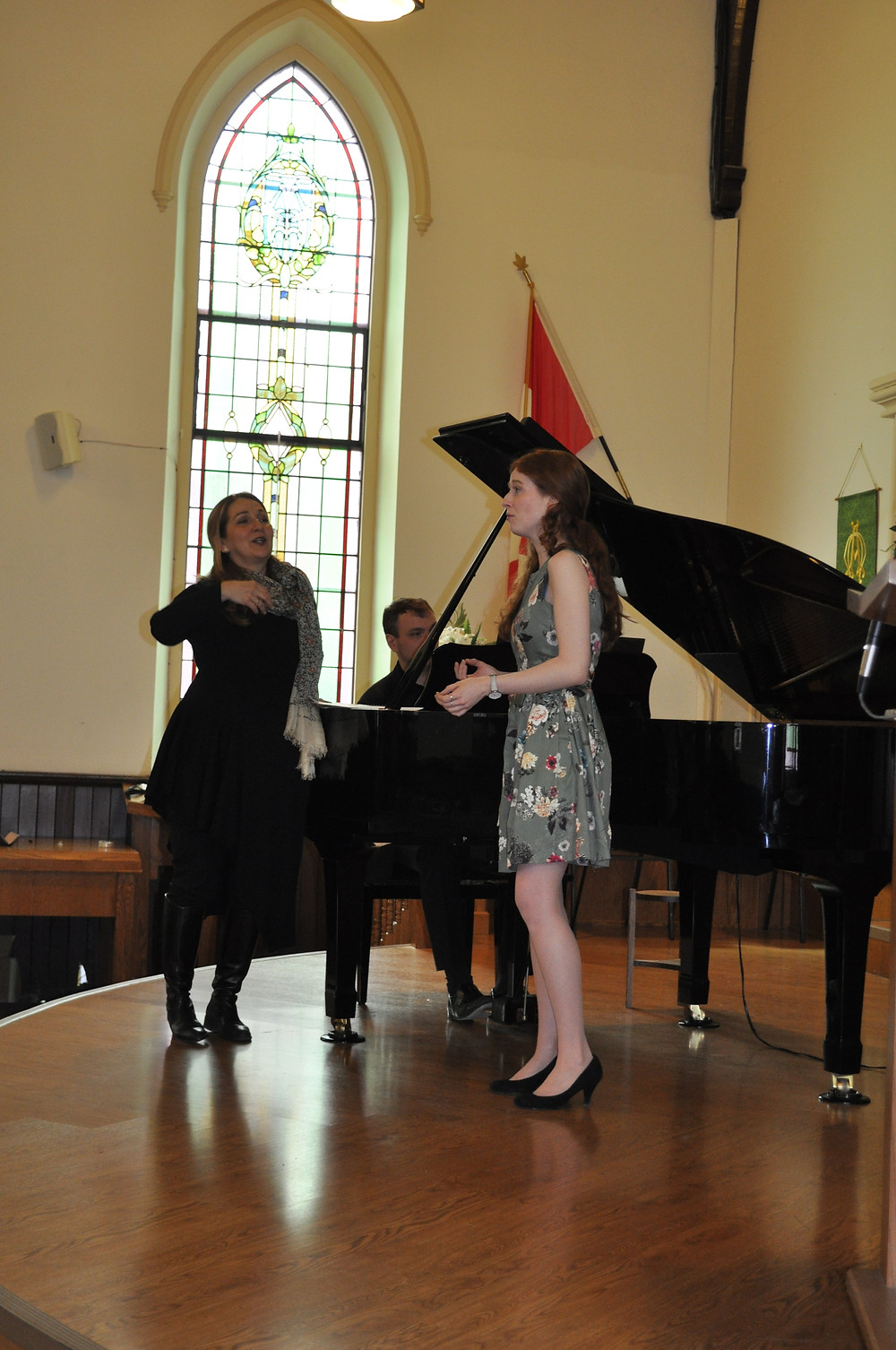 Professional Concert Artists Annamaria Popescu in  QSCM master class with young aspirant