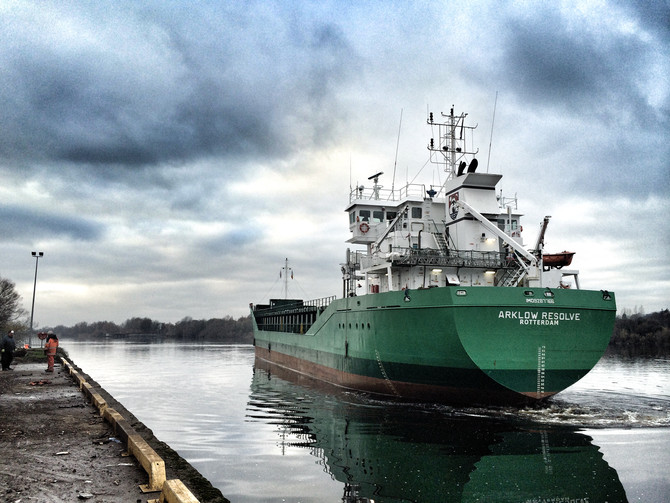 MV Arklow Resolve backing into the Long Wall Berth at Limerick Docks