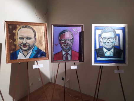 Lucie Gelemová's portraits of Czech politicians are worth visiting