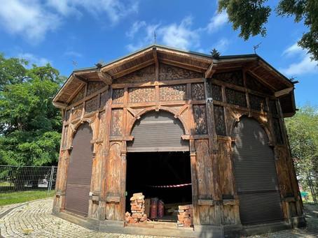Historisches Karussell im Prager Letná-Park wird restauriert