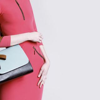 vestido rojo y bolso
