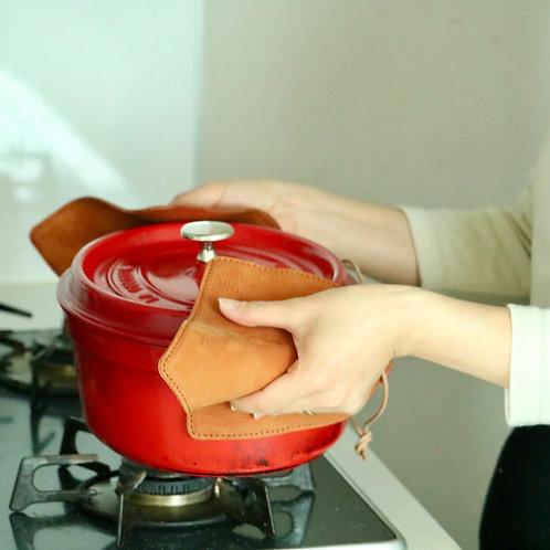 両手で使える!革の鍋つかみ
