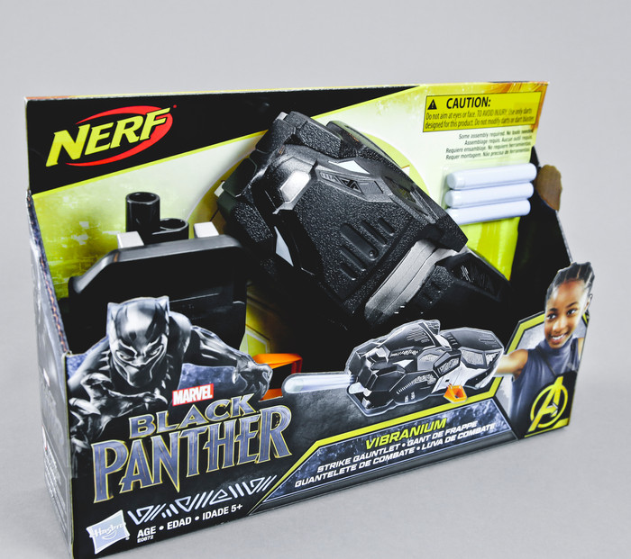 MARVEL BLACK PANTHER NERF VIBRANIUM STRIKE GAUNTLET AND BLACK PANTHER BASIC MASK TOY PREVIEW