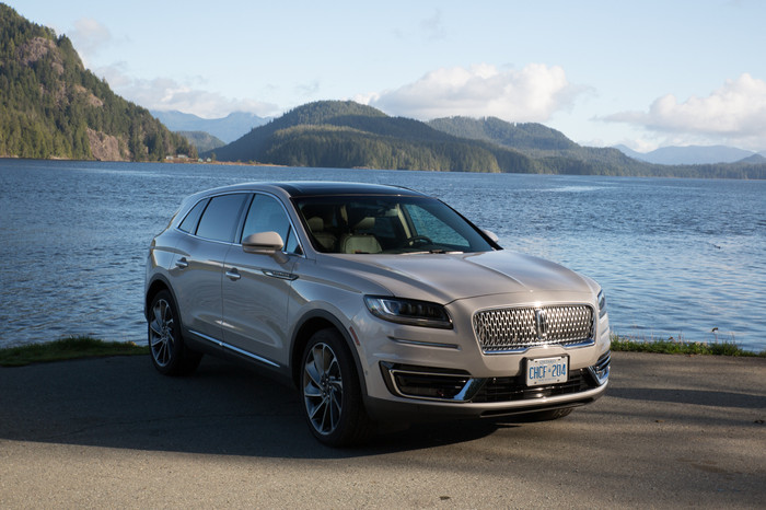 2019 LINCOLN NAUTILUS: BUILT FOR ADVENTURES BY THE SEA AND THE SKY