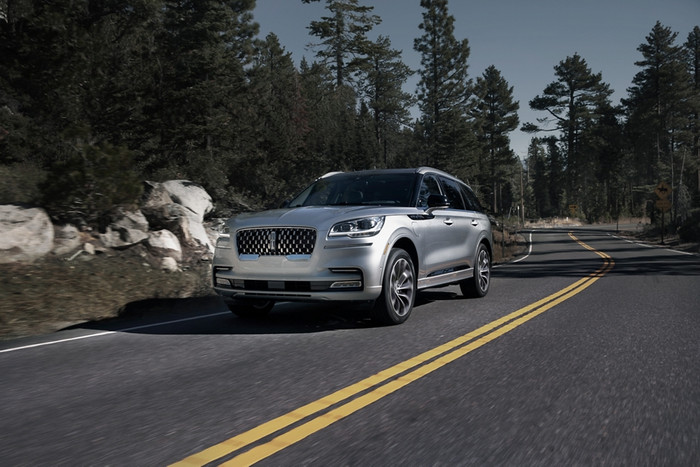 FALL FLIGHTS IN THE 2020 LINCOLN AVIATOR