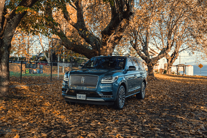 LINCOLN NAVIGATOR: KING OF THE ROAD
