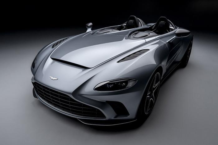 ASTON MARTIN'S V12 SPEEDSTER IS A SLEEK 700HP HOMAGE TO AERONAUTIC DESIGN