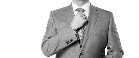 スーツの男