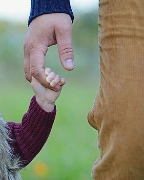 father-daughter-1476167_640-478x480.jpg