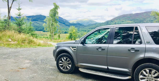luxury private vehicle on outlander tour in scotland