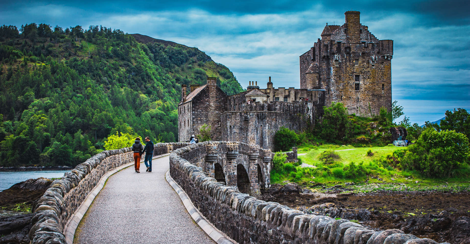 people on private tour to Eilean Donan Castle, Scotland, isle of skye