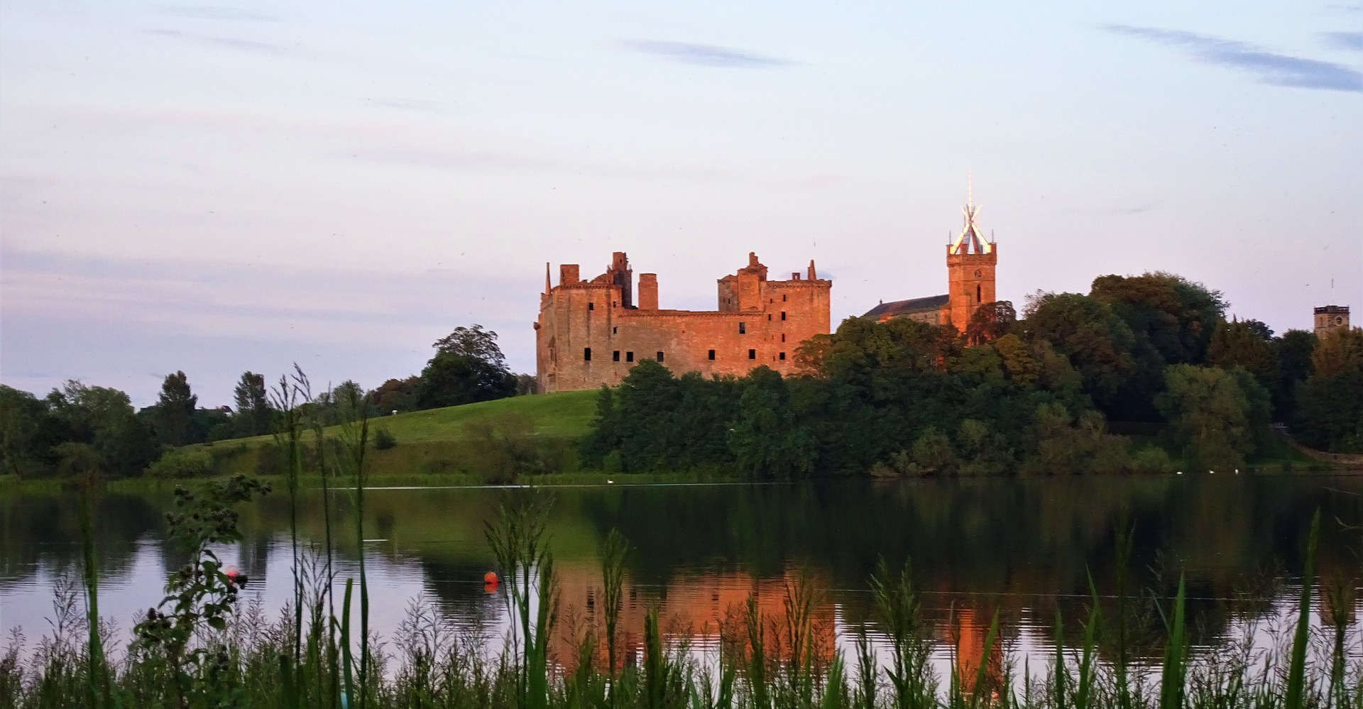 Linlithgow Palace scotland with loch