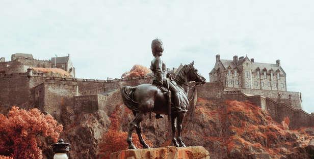 Edinburgh Castle & Statue